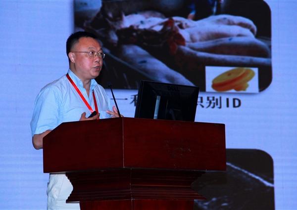 四川农业大学的李学伟教授作报告